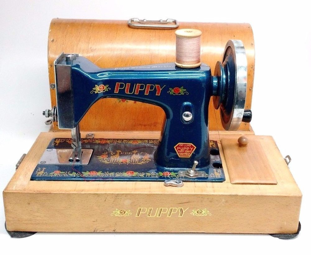 Vintage child 39 s deluxe puppy sewing machine ca 1950 39 s for Machine a coudre 1950