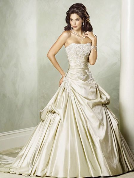 Photo via | Elegant wedding dress, Wedding and Gowns