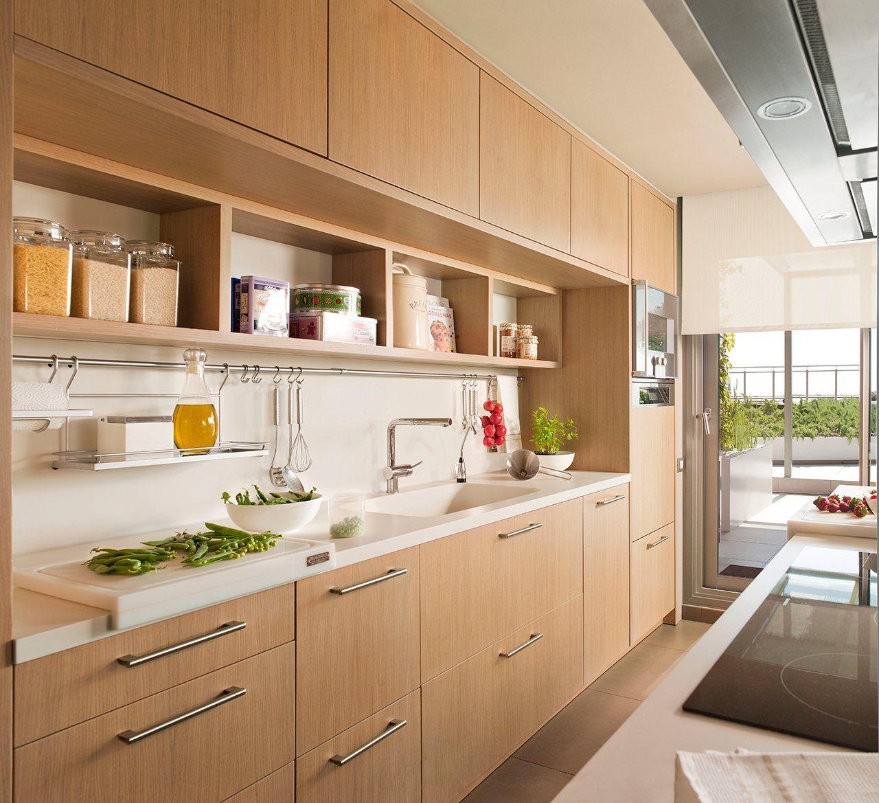 Sacar partido a la pared planificar los muebles para que for Muebles cocina pequena
