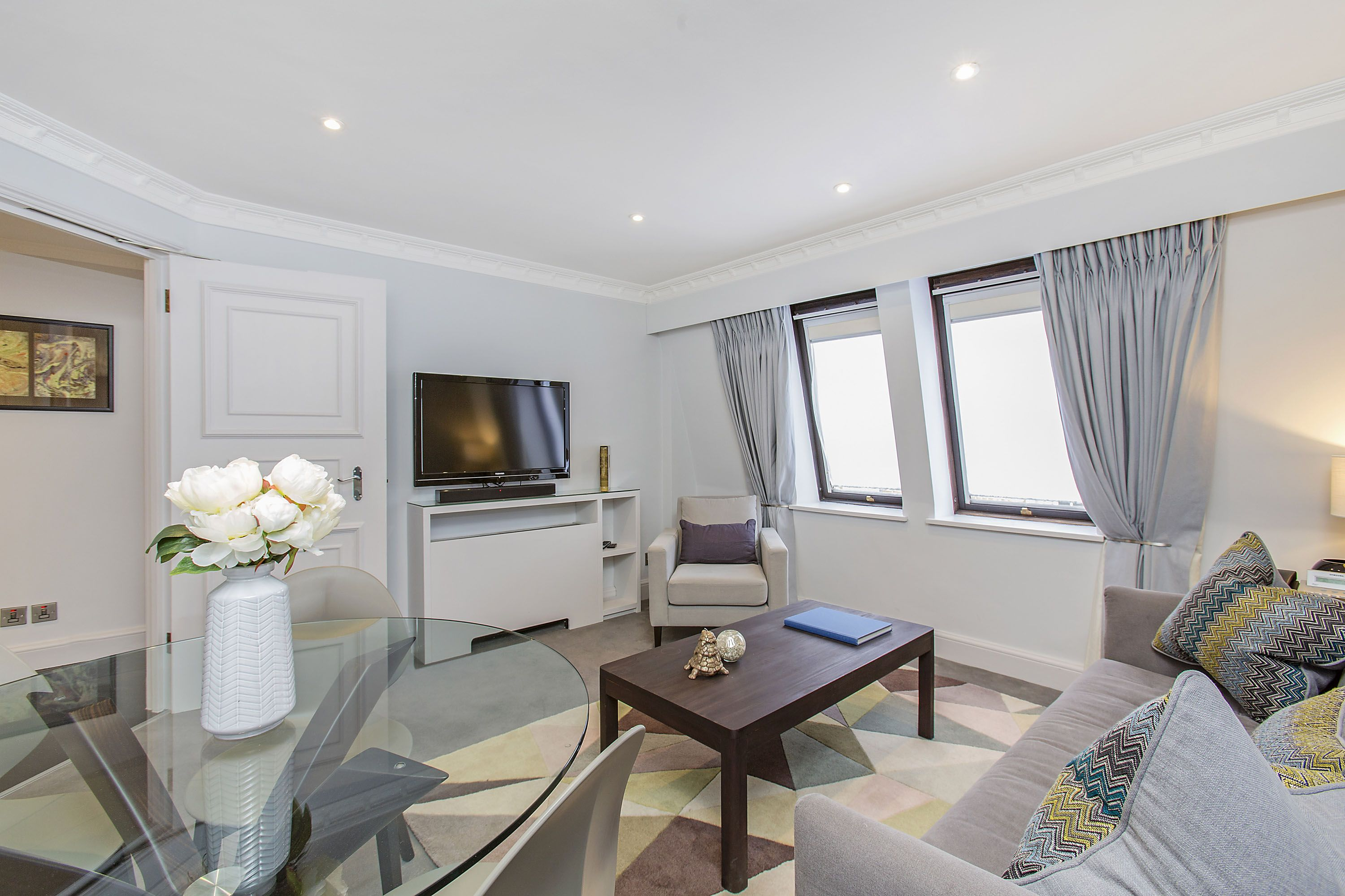 These Comfortable Spacious Apartments Offer A Living Dining Area With Flat Screen Tv Dvd Music System And Wi Fi The Fully Equipped Kitchen With Images 1 Bedroom Apartment