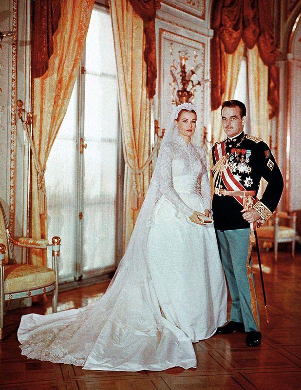GA675005_02 1956 Grace Kelly  O modelo Helen Rose usado no casamento com Príncipe Rainier III custou 65 mil dólares (R$ 145 MIL REAIS) Lembrando que os números reais sofrem alterações com o passar dos anos e o valor da moeda)informações http://chic.uol.com.br/linha-do-tempo/noticia/linha-do-tempo-veja-os-vestidos-de-noiva-mais-caros-de-todos-os-tempos