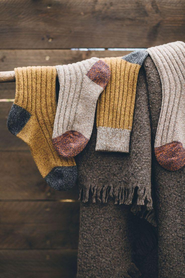 Luxuriöse weiche Wollsocken aus Rippenstrick mit kuscheligen Mergelgarnen. …,…