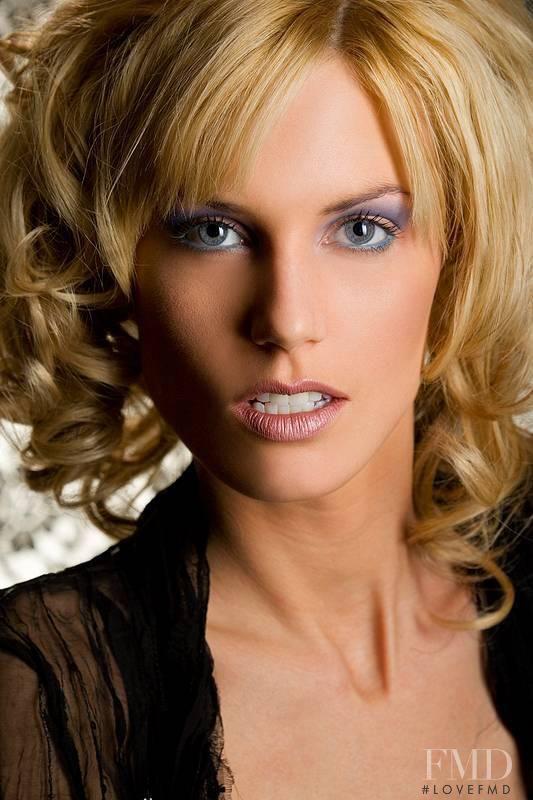Shannon Stewart (533×800)