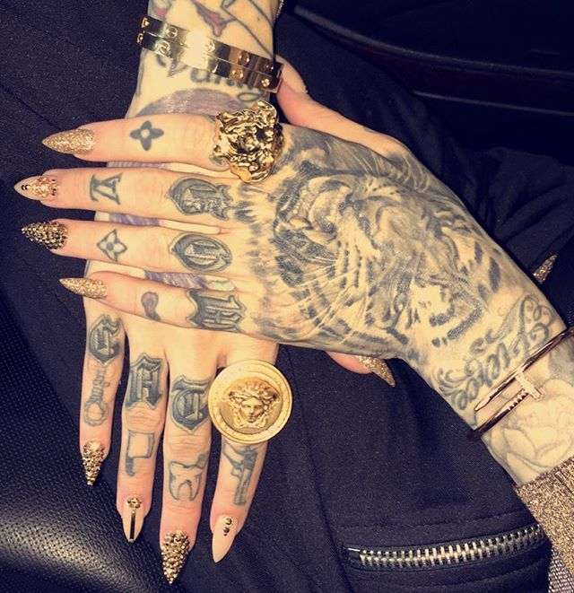 All Gold Everything Cartier Versace Official Yvynails Unas Cosas