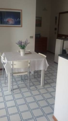 Residenza Grotta Regina Torre a Mare Located 12 km from Bari, Residenza Grotta Regina offers accommodation in Torre a Mare. The property features a balcony and views of the sea is 30 km from Monopoli.
