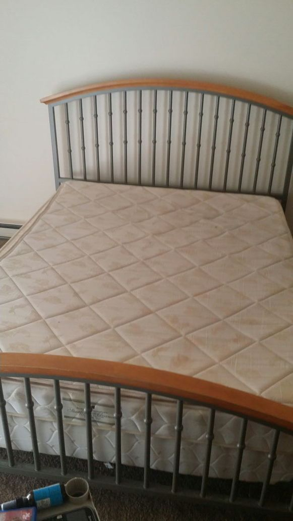 Used Queen Sized Bed Frame Matress And Box Spring For Sale In Fort Wayne In Bed Frame Queen Size Bedding Matress