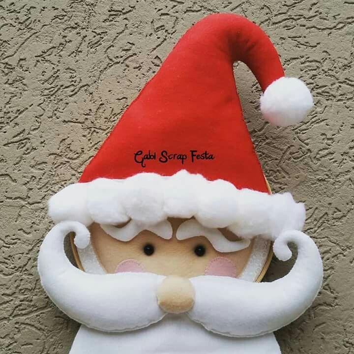 Babbo Natale di rosso vestito.