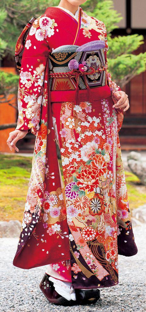 Traditional Japanese elaborate kimono : HistoricFashionPorn