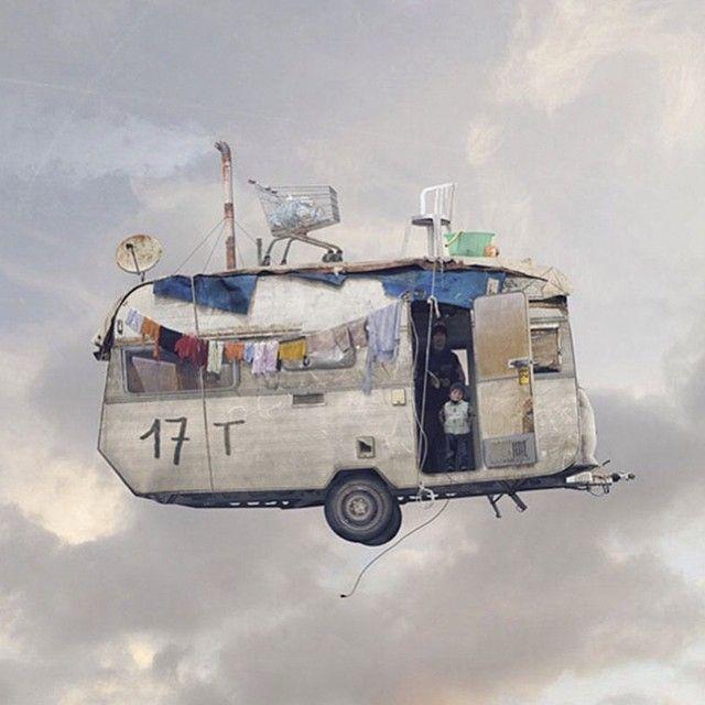 """""""Casas Voladoras"""" Una novedosa serie de foto montaje a manos de Laurent Chérère, fotógrafo nacido en Paris (1972) que abandona el mundo de la publicidad para dedicarse a sus dos pasiones; la fotografía y viajar. Conoce más artistas para inspirarte en Galaxiaup.com"""