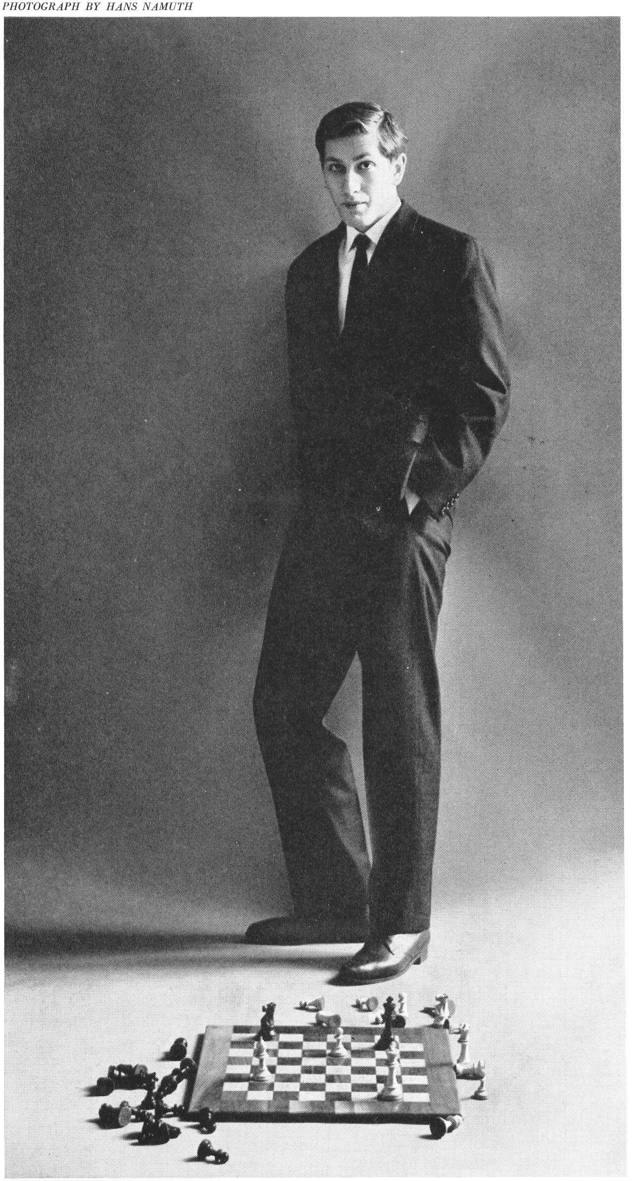 """Robert James """"Bobby"""" Fischer (Chicago, 9 marzo 1943-Reykjavík, 17 gennaio 2008) è stato l' unico statunitense ad aver vinto il titolo di campione del mondo.Conquistò il titolo nel 1972, contro Spasskij e lo perse per essersi rifiutato di difenderlo nel 1975. Tra i migliori giocatori di scacchi di tutti i tempi, nonostante la sua prolungata assenza è rimasto uno dei nomi più conosciuti, anche esternamente alla cerchia degli appassionati, a causa dei tratti eccentrici della personalità."""