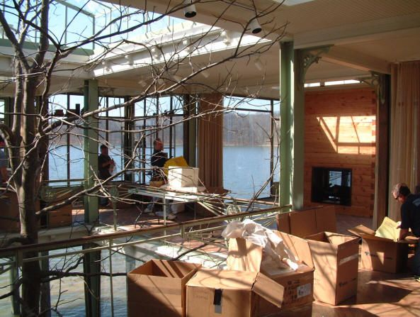 How They Built A Glass House For The Lake House Lake House Glass House House