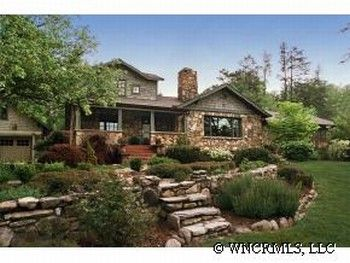Love Those Stone Steps And Rock Edge Retaining Wall With The Yard Curving Around House Isn T Bad Either I Also River Facing