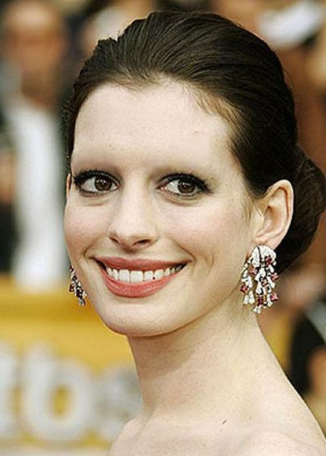 Anne Hathaway Without Eyebrows Google Search Haha Funny