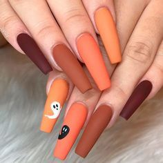 Simple Ghost Nail Design Mattenails If You Think That Youve Seen All The Halloween Nail Ide Halloween Acrylic Nails Cute Halloween Nails Halloween Nails Easy