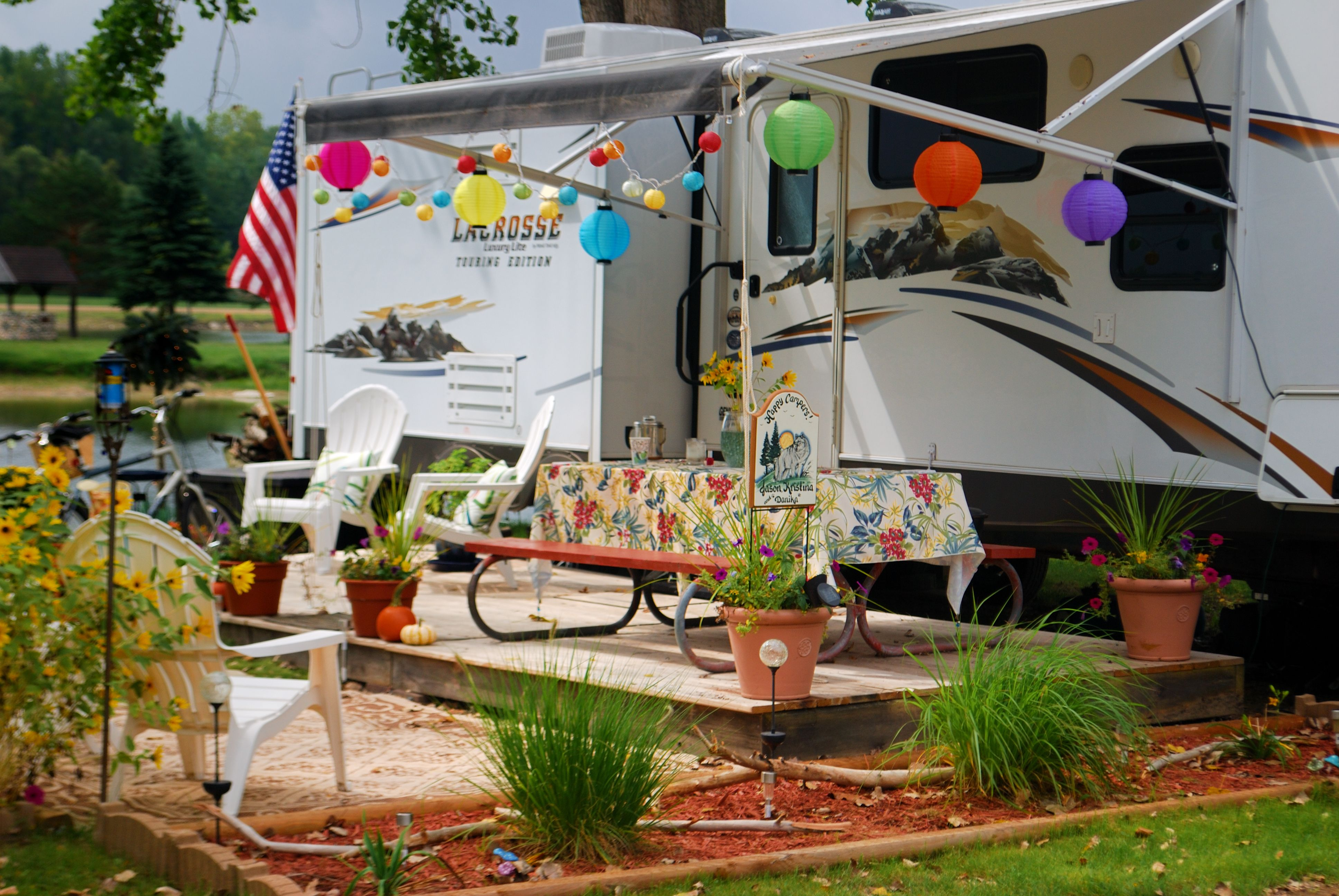 Lakefront seasonal rv site landscaping with portable wood for Rv outdoor decorating ideas