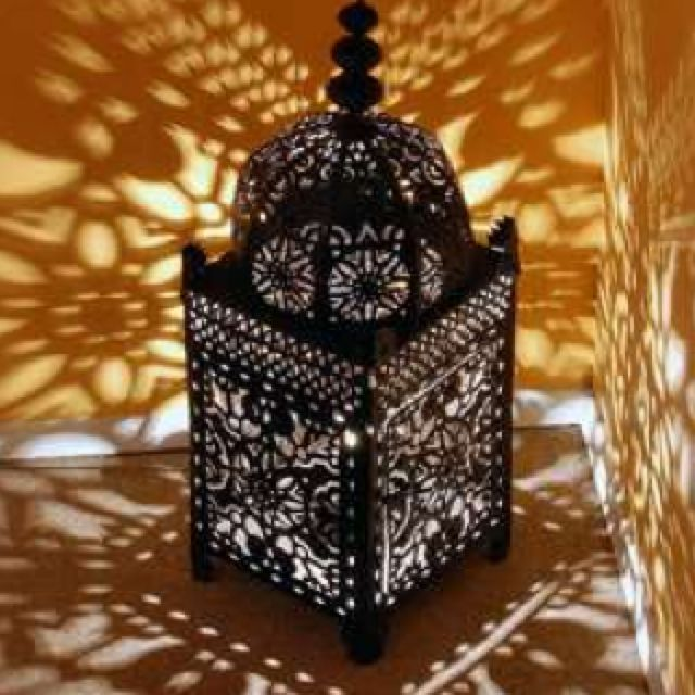 Shadows From Punched Tin Lantern Lighting 家 内装 モロッコ