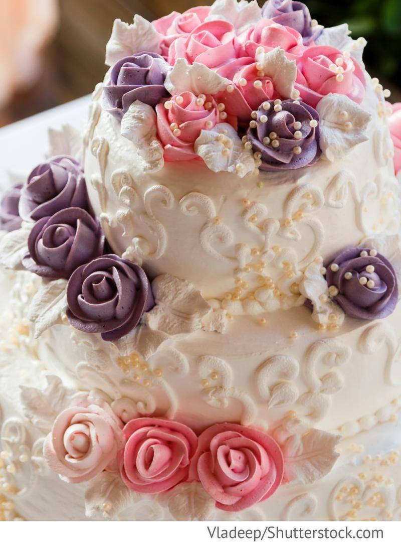 Hochzeitstorte Mit Rosen 3 Stockig Fur Russische Hochzeiten