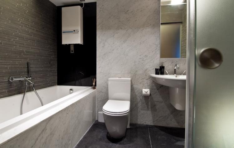 elegantes Bad in Schwarz-Weiß, Marmor und Fliesen Ideen Wohnen - schwarz wei fliesen bad