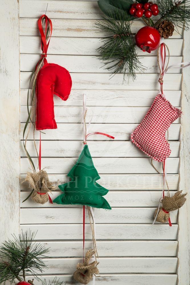 Χριστουγεννιάτικες κρεμαστές μπομπονιέρες βάπτισης αρωματικά μαξιλαράκια σε διάφορα Χριστουγεννιάτικα σχέδια. Christmas favors levanter sented small fabric ornaments. #christmasfavors #christmasbomonier #christmasdecoration #christmasbaptism