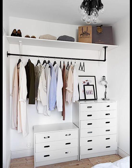 Pinterest 8 Idees De Rangement Pour Un Petit Appartement Coup De Pouce No Closet Solutions Closet Bedroom Creative Closets