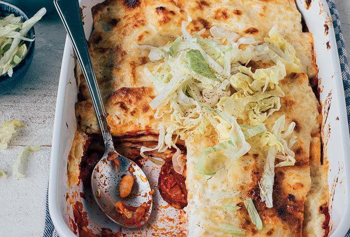Mexicaanse Ovenschotel Met Kip En Chorizo Uit Pauline S Keuken Recept Voedsel Ideeen Chorizo Lekker Eten