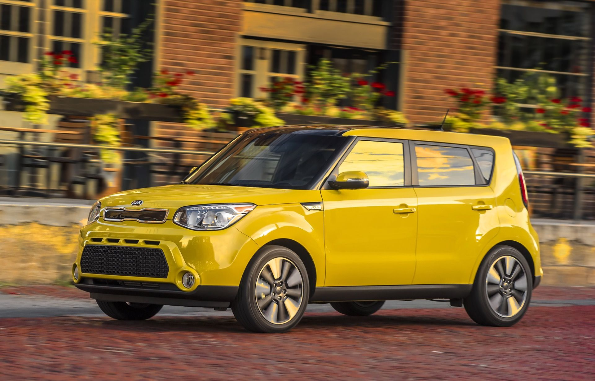 Get the latest reviews of the 2016 Kia Soul. Find prices