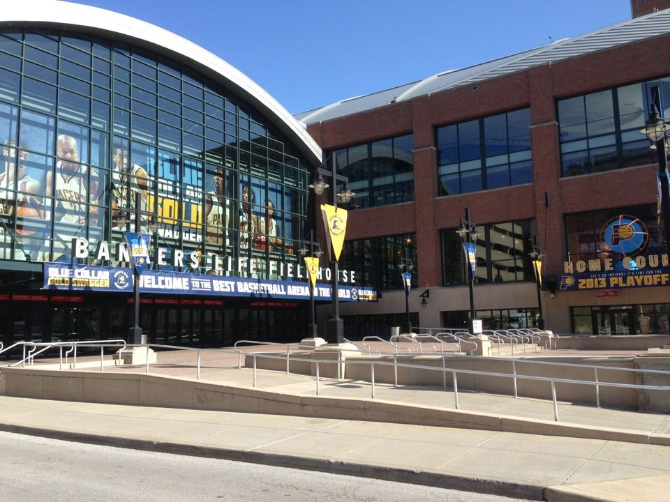 Where The Pacer S Play And Many Large Conferences Are Held Indianapolis Bankers Life Fieldhouse House Styles