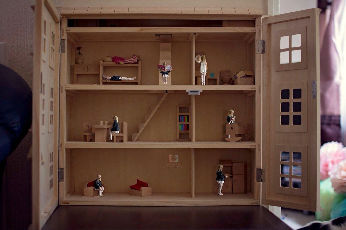 "a dolls house view on gender ""a doll's house"" gives the reader a firsthand view at how gender roles affected the characters actions and interactions throughout the play."