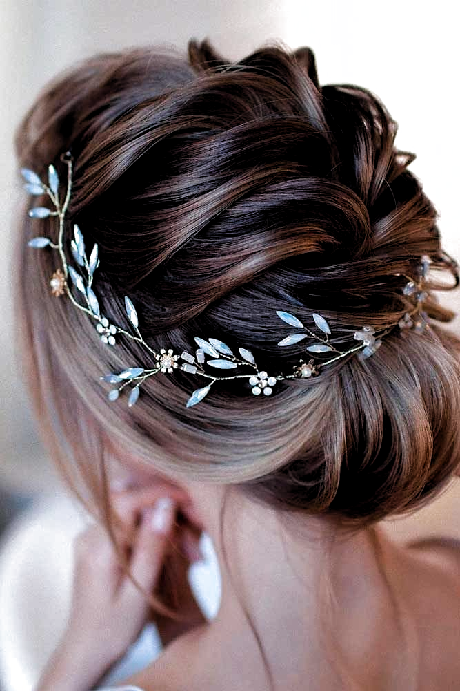 Elegant Updo With Accessory #accessoryhairtyles #lowbunhairstyles ★  Braided p…