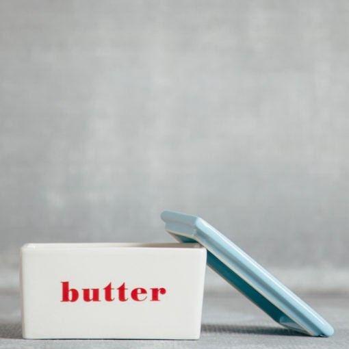 @storehousehomedecor Manteigueira Vintage pra deixar sua manteiga morar numa casa linda ❤️