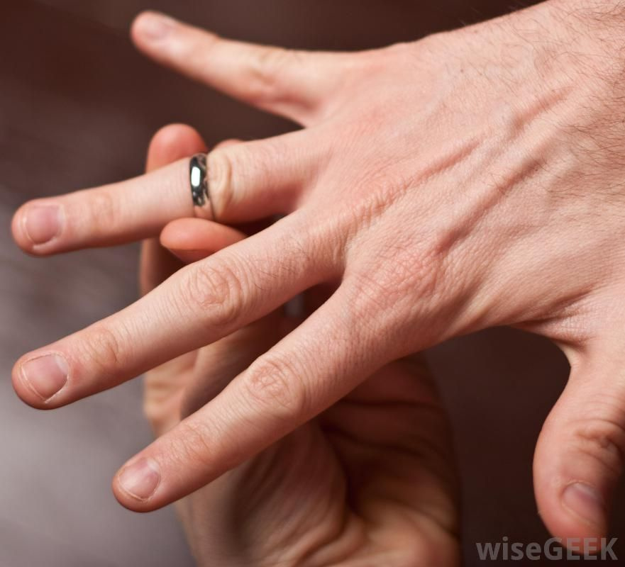How Can I Get A Stuck Ring Off Of My Finger With Pictures Rings Rings For Men Swelling Remedies