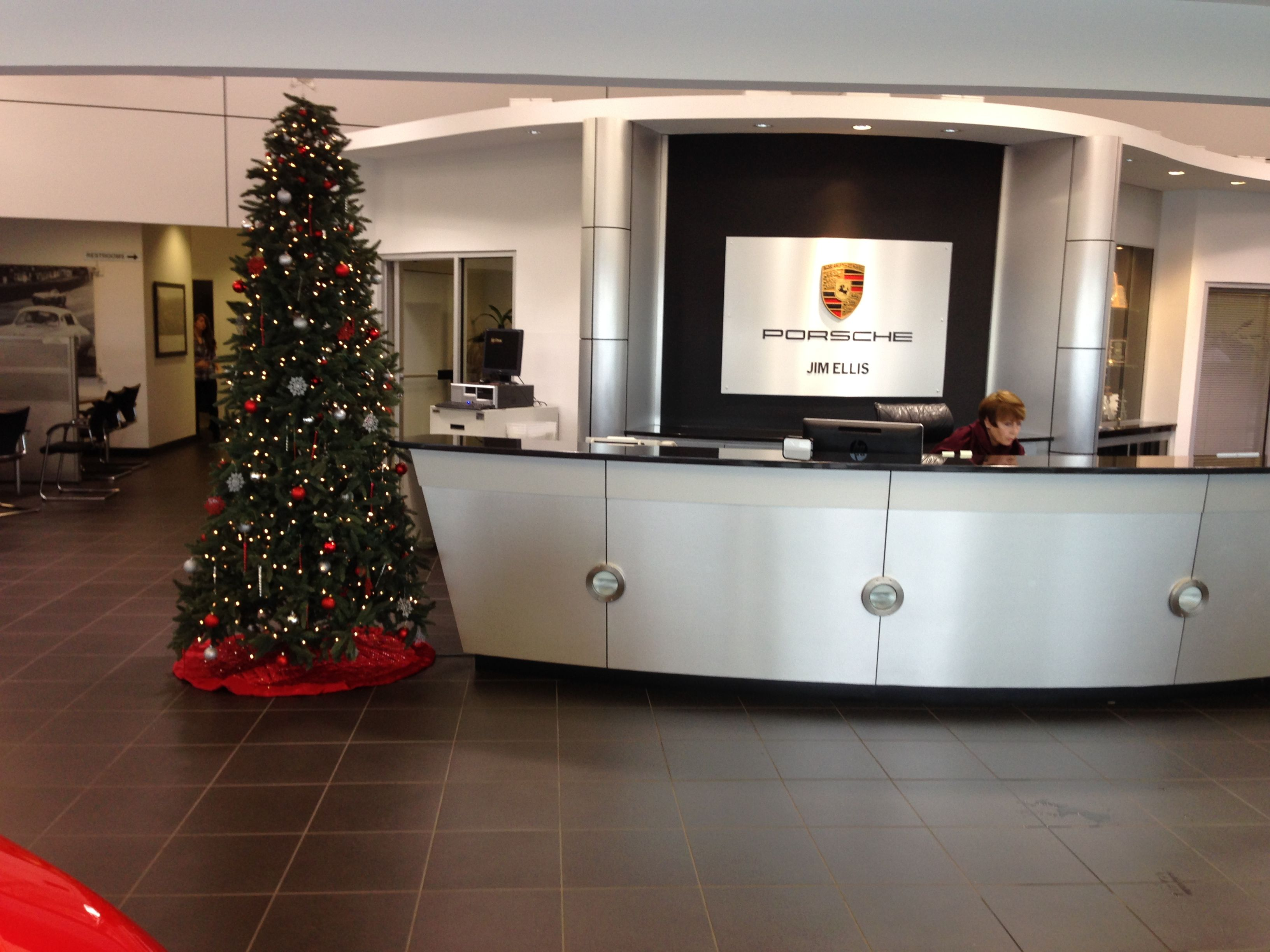 843d0c1b1511 Our 9ft tree with red and gold decorations at Jim Ellis Porsche  Atlanta   rental  Christmas  tree  extended