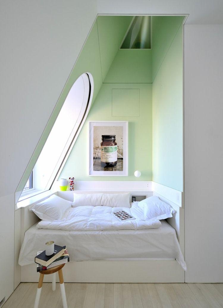 Originelle einrichtung idee f r das schlafzimmer mit schlafbereich in einer nische dachboden - Dachwohnung gestalten ...