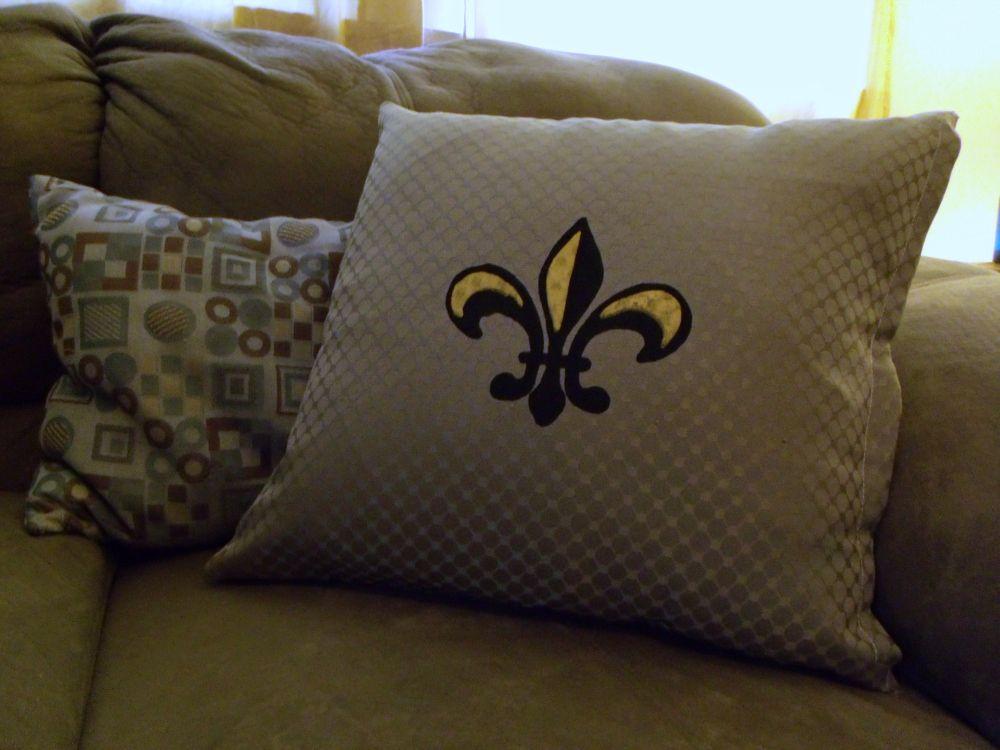 No-sew screenprinted throw pillow