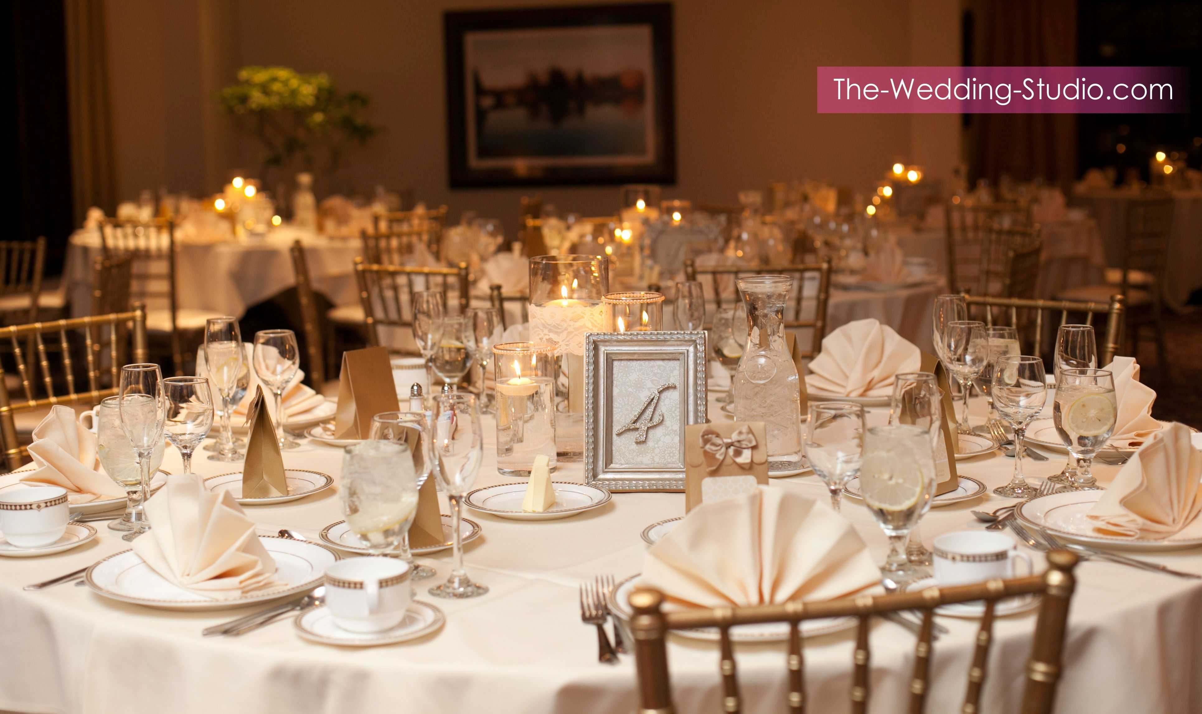 An Elegant Table Setting At Makray Memorial Golf Club Photographed By The Wedding Studio Schaumburg Il