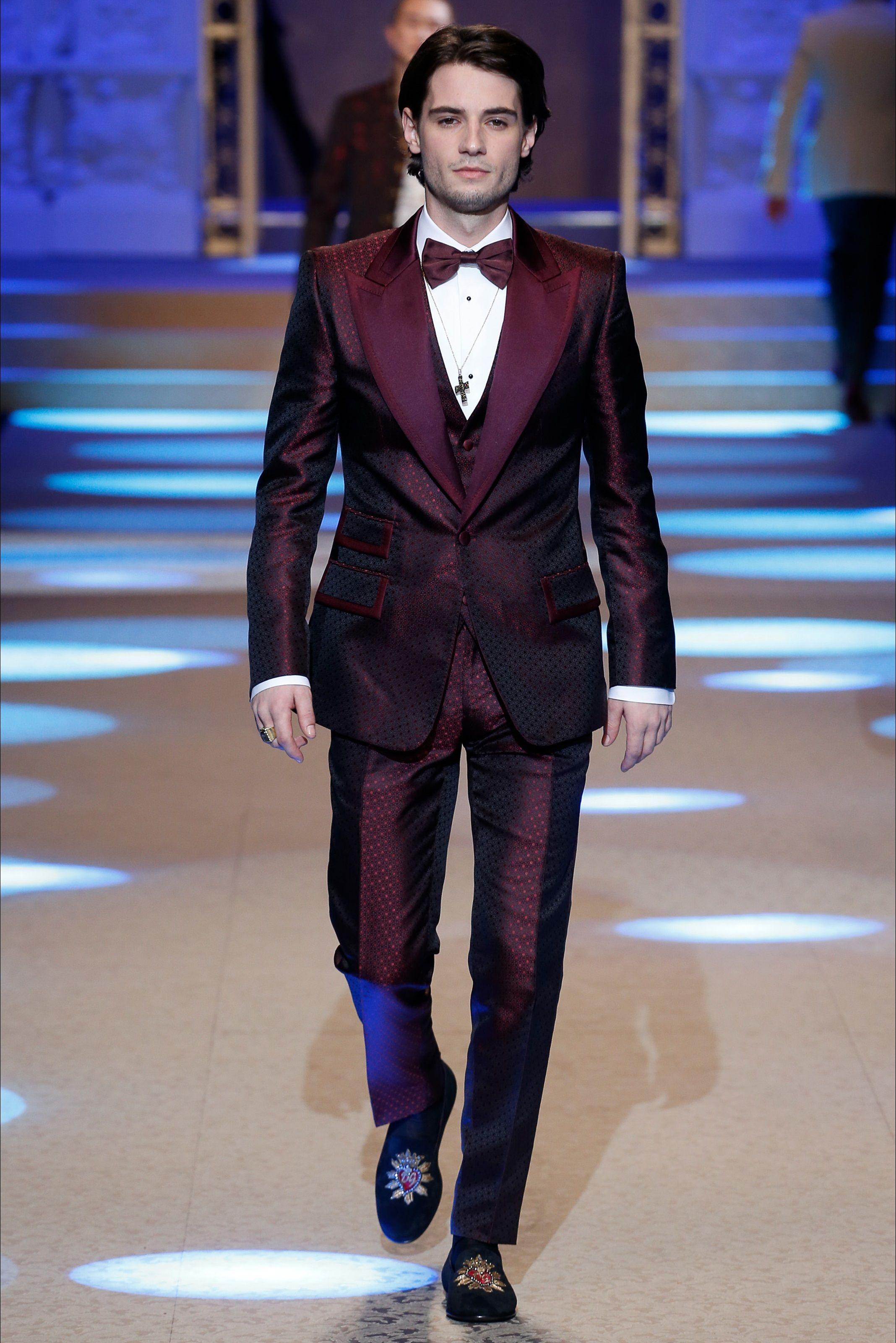 Living a Beautiful Life ~ Sfilata Moda Uomo Dolce   Gabbana Milano -  Autunno Inverno 2018-19 - Vogue a3eadf4997