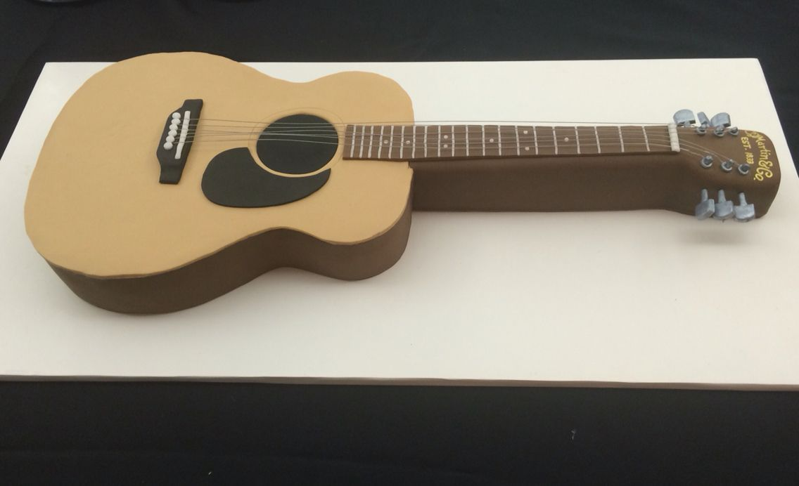 Martin guitar cake                                                       …
