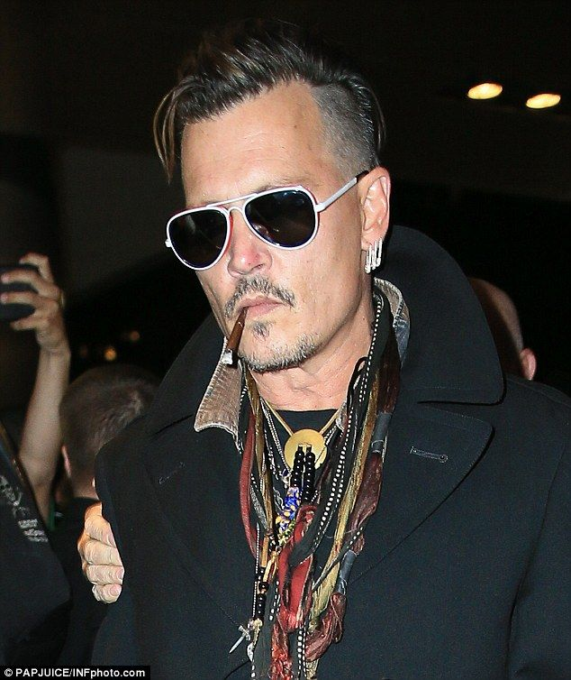 Johnny Depp Throwing Glass And Bottle At Amber Heard Johnny Depp Johnny Depp Style The Hollywood Vampires