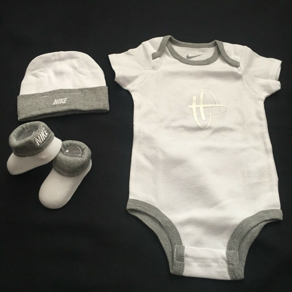 419b05b31d84 3 Piece Nike Air Huarache Gift Set 6-12 Months Baby  Nike  babygifts   babygiftideas  airhurache
