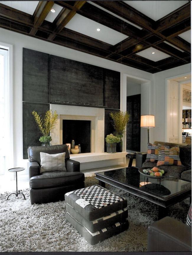 Deckengestaltung wohnzimmer grau kamin kasettendecke holz - Wohnzimmer deckengestaltung ...
