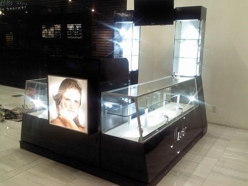 Pin de elizabeth en vitrinas pinterest quiosco centro for Centro comercial el mueble catalogo