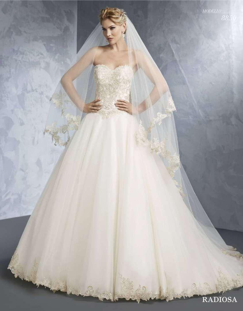 2148c3bee15b Abito da sposa con bustier rigido