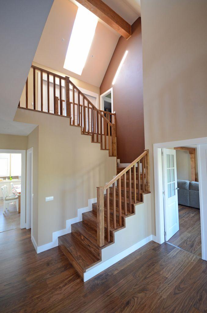 Entrada casa doble altura escaleras pinterest revestimiento exterior la vivienda y escalera - Escaleras para viviendas ...