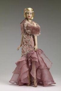 I like dolls who aren't overly made up, overly exaggerated in their features.  I also like the 20s fashions.  I do rather miss the two sisters Tonner used as 20s fashion dolls, I can't recall their names.  The make-up and hair styling was more period but was just right for them.