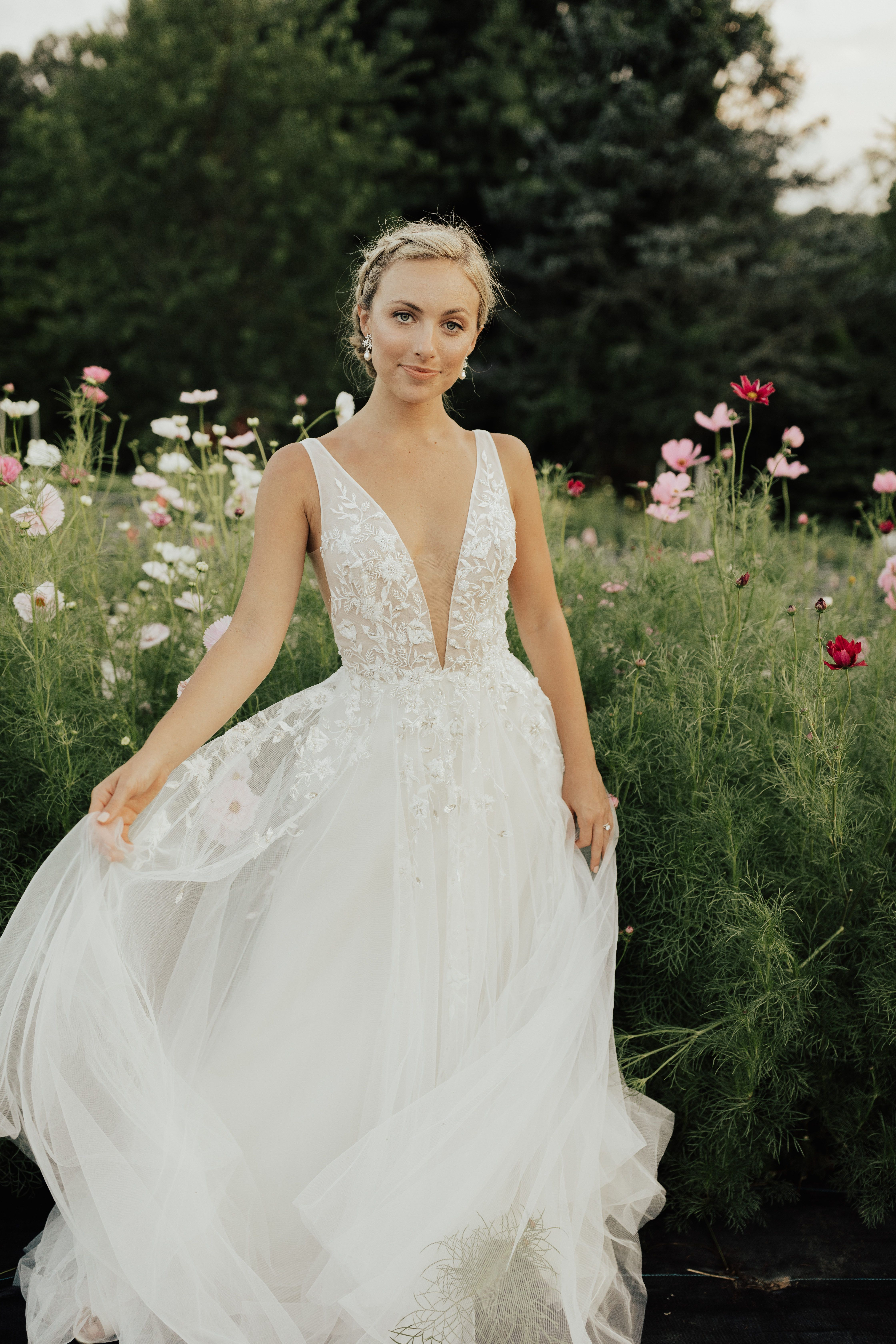 Wtoo By Watters Seeley Gown Wedding Dress Necklines Wedding Dresses Wedding Dresses Lace