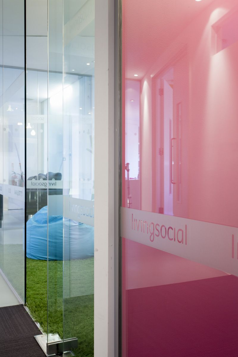 Office tour check out the offices of livingsocial uk for Oficinas de american express