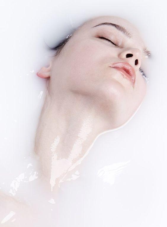 Milk Bath Photography. 20+ Perfect Pictures #milkbath