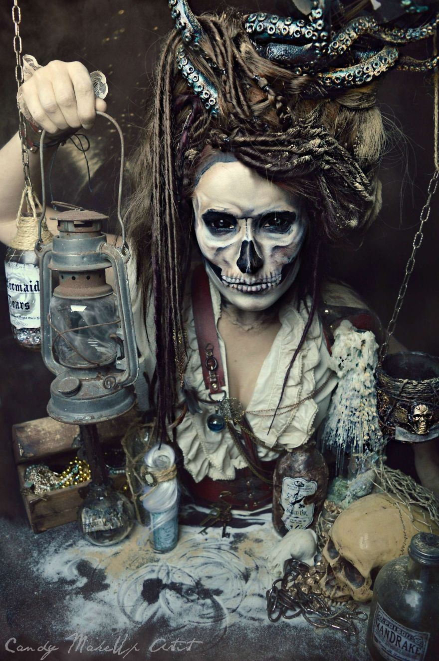Sexy pirate make up