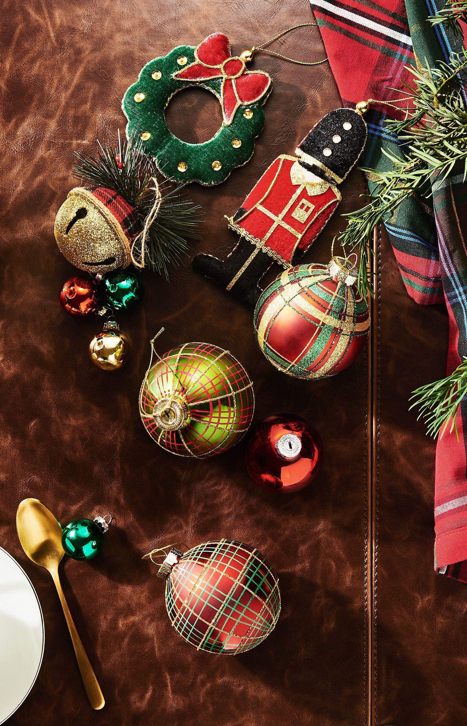 Butlers Christbaumkugeln.Weihnachtskugeln Im Uk Style Von Butlers Christbaumschmuck Kariert