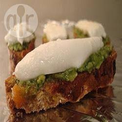 Canapé au pesto et mozzarella di bufala @ allrecipes.fr